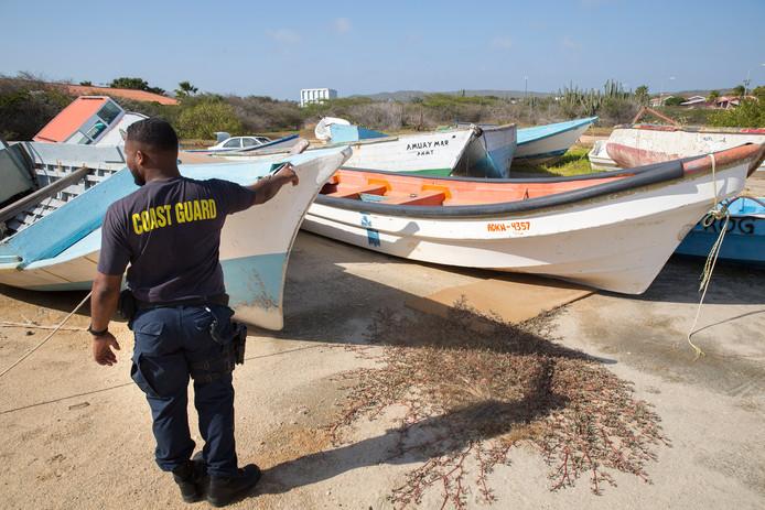 Bootjes van vluchtelingen en mensensmokkelaars die onderschept zijn door de Arubaanse kustwacht.