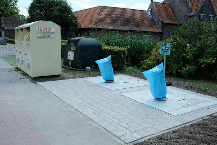 De ondergrondse glascontainers in Eppegem werden al geplaatst, maar zijn nog even afgesloten omdat er problemen waren met de sensoren die aangeven wanneer ze vol zijn.