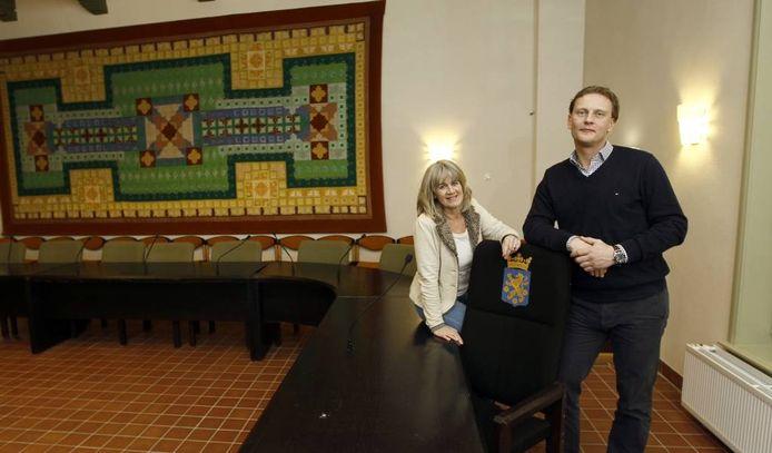 Inge Koldenhof en Remko Gelmers in het oude raadhuis van Lochem. Foto: Ab Hakeboom