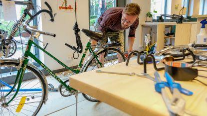 Een hapje terwijl je kijkt hoe je fiets hersteld wordt? Bij fietscafé Tandem kan het