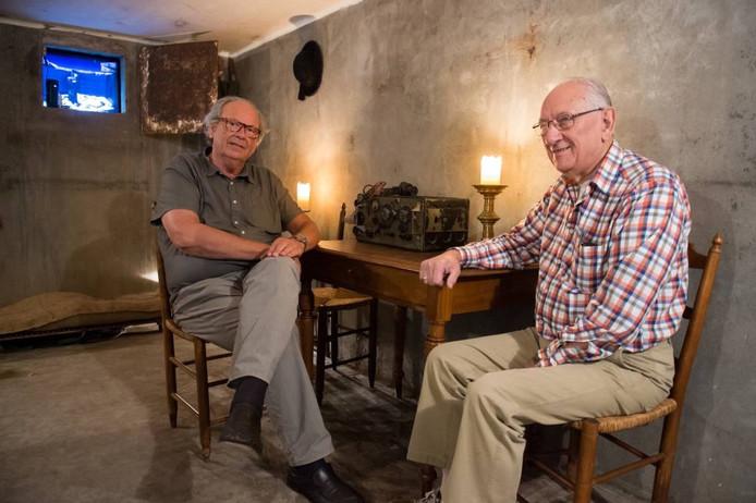 Paul van Acker (links) en Martin van Halderen in de schuilkelder. Links het led-scherm met digitaal zicht op de tweede schuilkelder, die er zou moeten zijn. René Schotanus/pix4profs