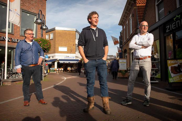 Binnenstadondernemers Willem Ensink, Rick Arts en Frank Hermelink  (v.l.n.r.) maken zich grote zorgen over de aantrekkelijkheid van de Oldenzaalse binnenstad.