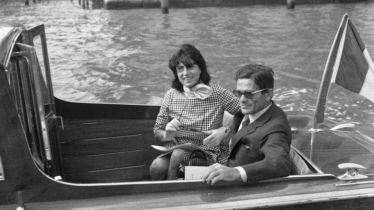 Actrice Anna Magnani en regisseur Pier Paolo Mussolini in 1962. Beeld Hulton Archive