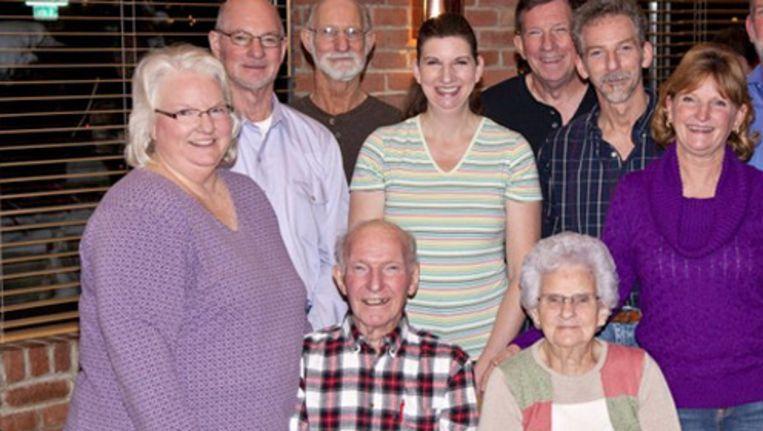 Kenneth en Helen Felumlee (midden) met hun acht kinderen Beeld ap