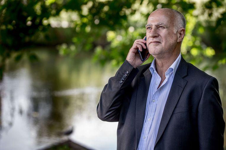 Michael Joseph tijdens zijn bezoek aan Nederland. Zijn M-Pesa-systeem maakt het ook de armen mogelijk om via met pinbeveiligde sms'jes zeer goedkoop te betalen, te sparen en te lenen. Toch slaat het in veel landen minder goed aan dan je zou verwachten. Beeld Jean-Pierre Jans