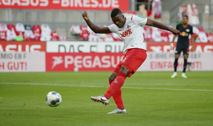 Schot van Köln-aanvaller Jhon Cordoba.
