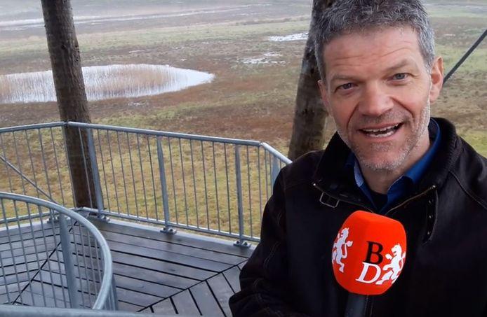 CDA-fractievoorzitter Guus Mulders bovenop de uitkijktoren van zijn Reuselhoeve, tussen Moergestel en Haghorst.