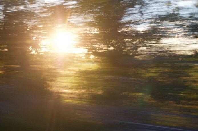De bestuurder reed 232 kilometer per uur waar 100 is toegestaan. Daarnaast bleek de snelheidsduivel niet in het bezit van een geldig rijbewijs.