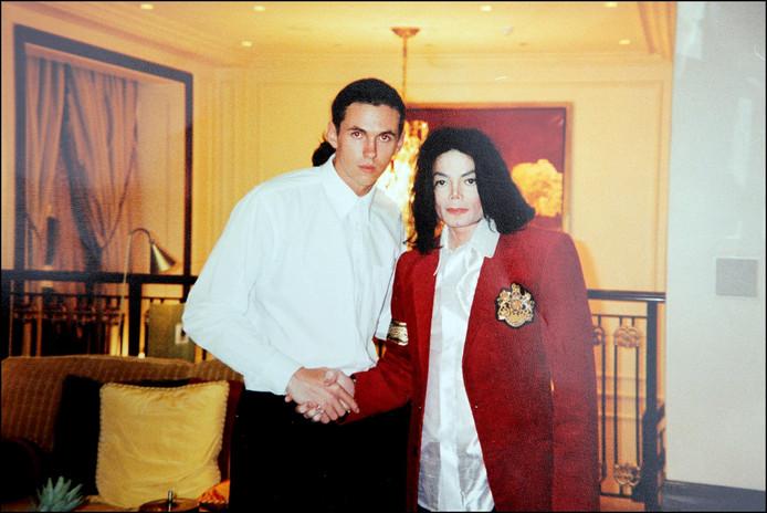 Bodyguard Matt Fiddes samen met Michael Jackson.