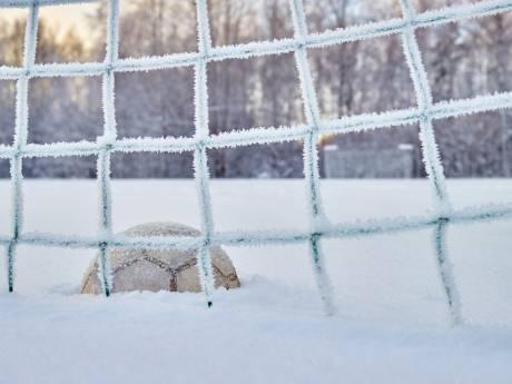 Sneeuw zorgt voor afgelastingen in het amateurvoetbal