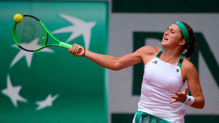Jelena Ostapenko tijdens haar wedstrijd tegen Samantha Stosur op 4 juni. Beeld afp