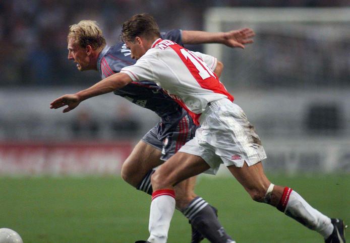 Peter van Vossen als Feyenoord in actie tegen Ajax.
