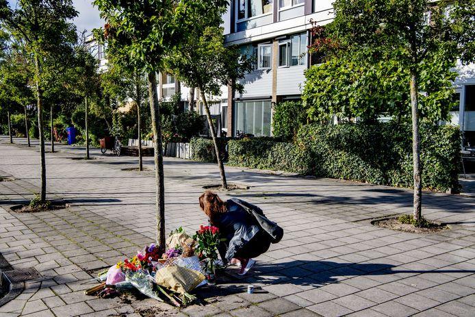 Bloemen voor de woning van de vermoorde advocaat Derk Wiersum, september 2019.