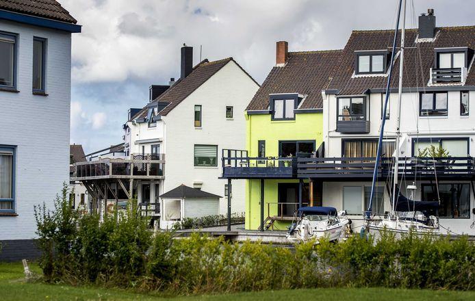 Het appeltjesgroene huis aan de Pluto in Den Helder.
