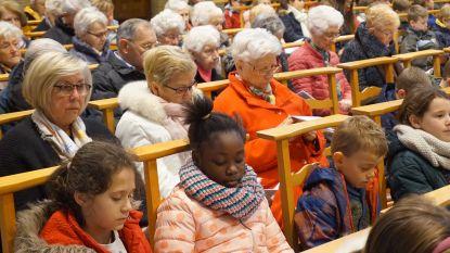 Grootouders en Okra samen naar misviering met leerlingen