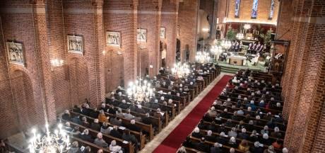 Winssense kerk tijdens finale uurtjes tot laatste bank gevuld