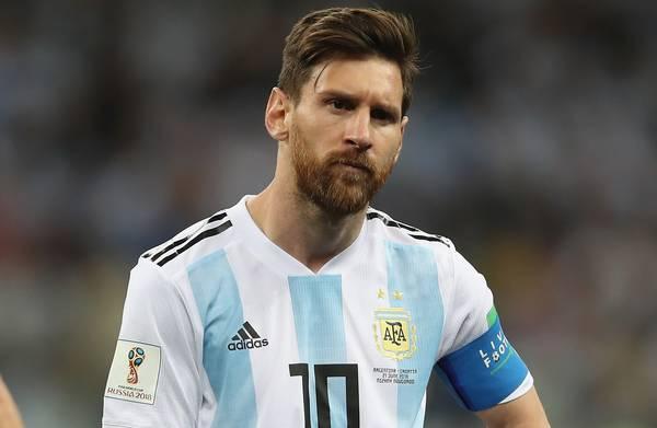 Waarom de **beste** voetballer van de wereld op het WK een van de **slechtsten** is