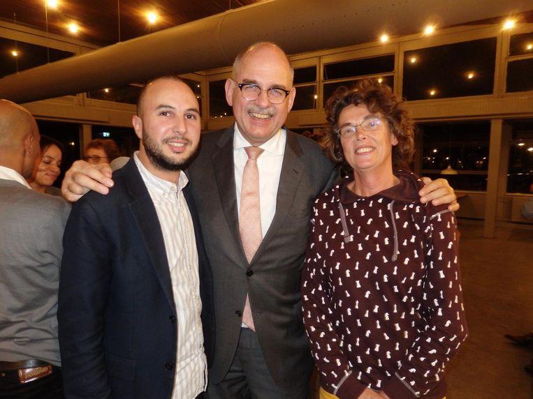 Cultureel adviseur Ilias Zian: 'De jongens van Saïd beveiligen ook de Marokkaanse boot tijdens de Gay Pride.' Met Piet Boogert (Lloyd Hotel) en zelfstandige Anne-Mariken Raukema Beeld Hans van der Beek