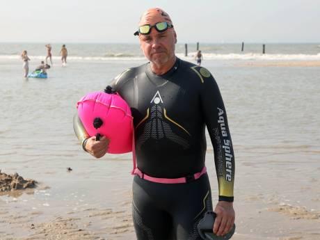 Frank redde een meisje uit de klauwen van de zee. 'Ik zag de paniek in haar ogen'