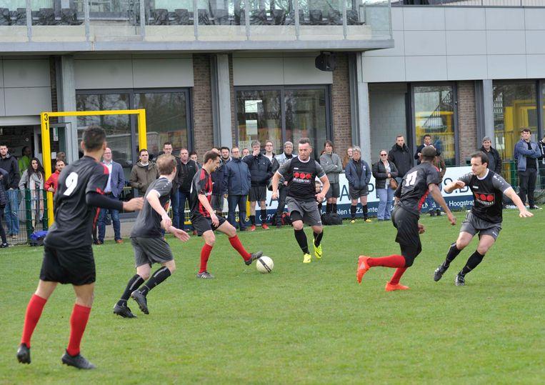Het voetbaltornooi 'De Helden van 22/03' lokte vorig jaar nog 34 ploegen en zowat 300 deelnemers.