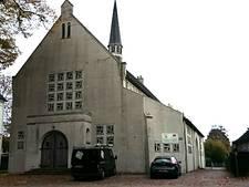 Buurt vreest komst woonzorgcomplex op plek verloederde kerk