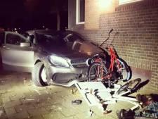 Bestuurder Mercedes crasht tegen gevel na 'gevaarlijke' achtervolging door Rotterdam