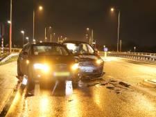 Auto's botsen op Cuneraweg in Ochten: twee gewonden
