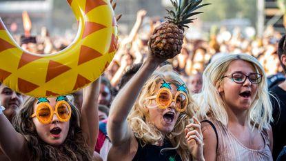 Aan festivalgangers Leeds en Reading: laat je ananassen thuis