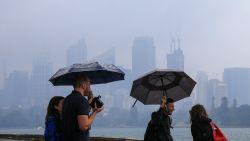 Australische brandweer blij met regen die met bakken uit de lucht valt, maar nu dreigen weer andere gevaren
