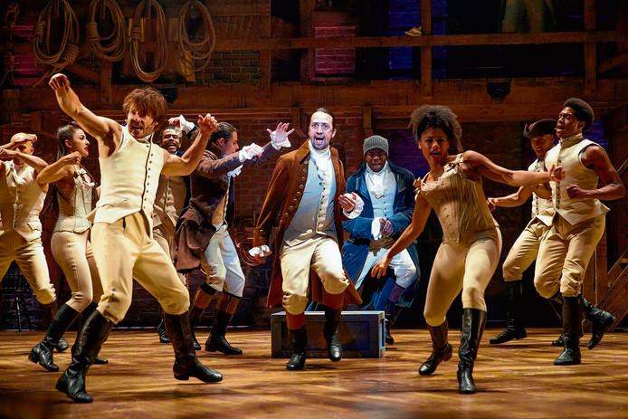 Scène uit Hamilton, een van de best bezochte musicals op Broadway. In het midden Lin-Manuel Miranda, die tekst en muziek voor de musical schreef en zelf ook de hoofdrol voor zijn rekening neemt.