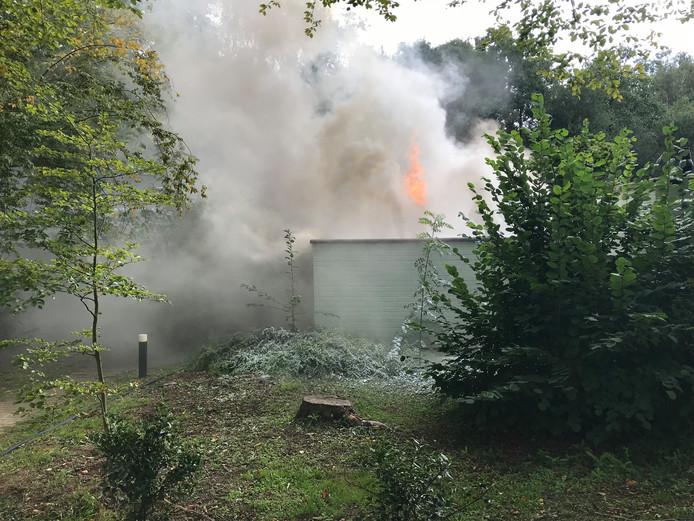 Brand in een bungalow op het vakantiepark De Eemhof aan de Slingerweg in Zeewolde.