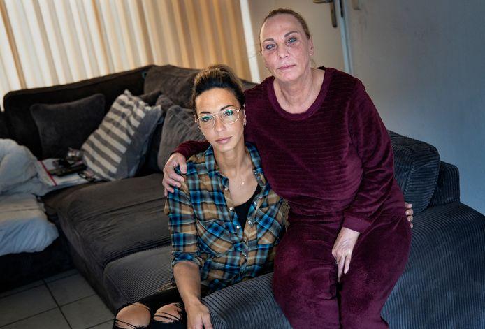 Natasja Albertzoon en haar moeder, Yvonne van Stiphout.