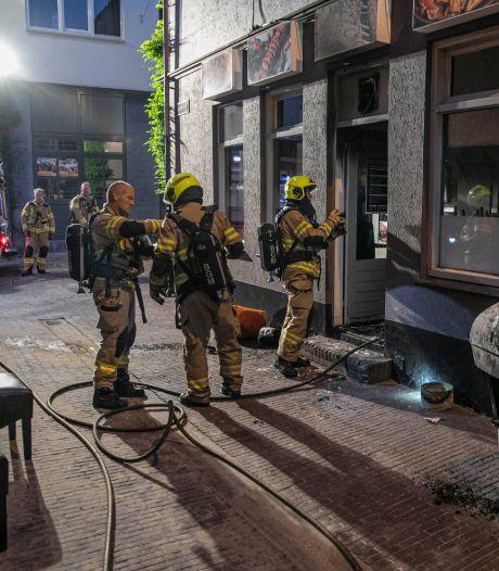 Kemal wil grillroom van zijn zwager redden na heftige brand: 'Er moet zoveel gebeuren'