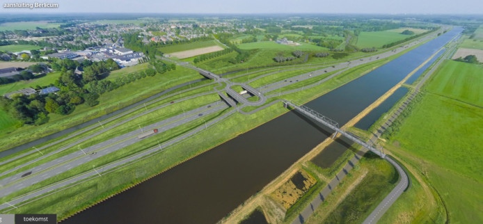 De nieuwe fietsbrug komt over de Zuid-Willemsvaart.
