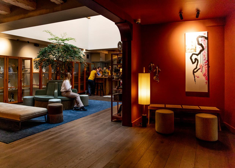Meerdere oude panden zijn aan elkaar gepuzzeld om themahotel MAI mogelijk te maken.