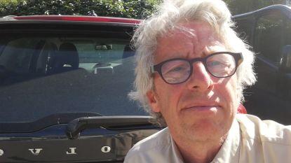 Jo (58) vraagt gemeente wanneer parkeren weer betalend wordt, drie uur later krijgt hij parkeerboete
