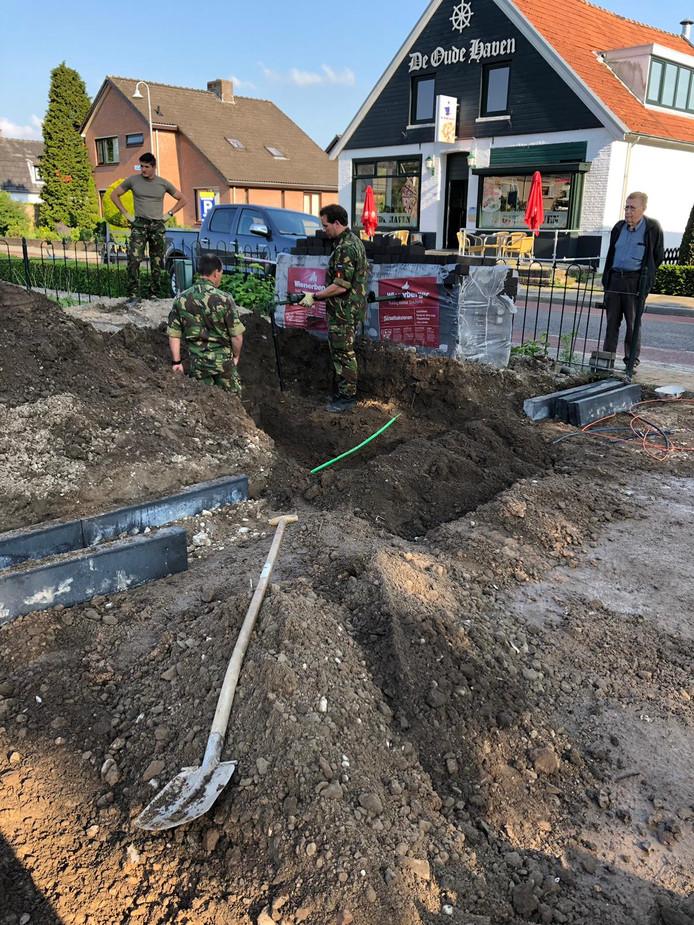 De staart van een Duitse vliegtuigbom werd aangetroffen in een voortuin in Millingen aan de Rijn.