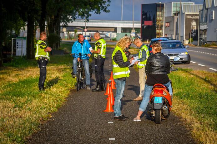 De politie heeft vanochtend tijdens het onderzoek naar het overlijden van Aldrik Frik 'interessante' tips gekregen van passanten.