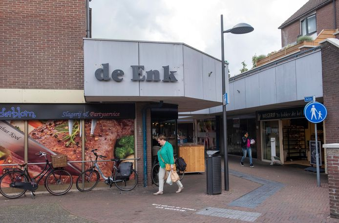 Leegstand en donkere entree's maken van De Enk momenteel een weinig aantrekkelijk winkelgebied.