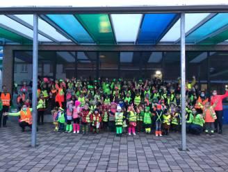 Fluohesjes en fietshelm voor veilig schoolverkeer