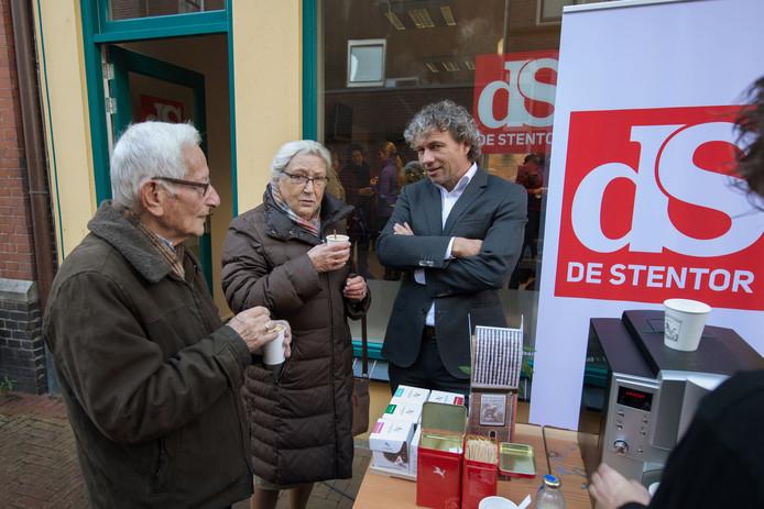 Echtpaar Steen-Redeker uit IJsselmuiden op de koffie met hoofdredacteur Allard Besse.