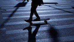 Leuvense politie bekeurt skateboarder zonder verlichting
