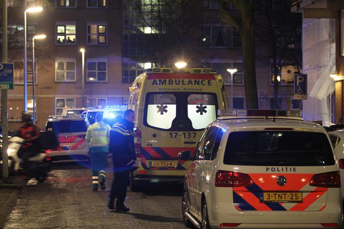 De 49-jarige Barendrechter is zwaargewond naar het ziekenhuis gebracht.