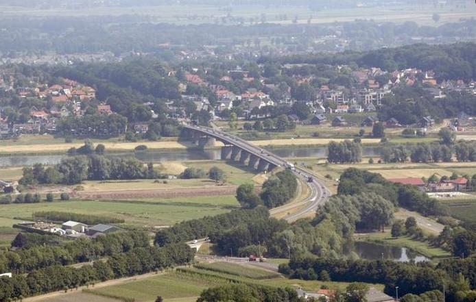 De Rijnbrug tussen Kesteren en Rhenen.