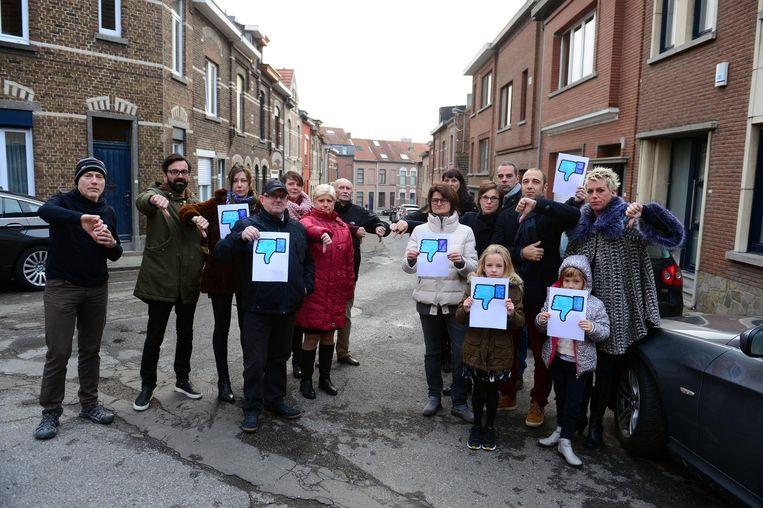 Deze buurtbewoners tonen wat ze vinden van de herinrichting van de Noormannenstraat.