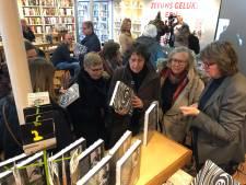 Heel Holland Bakt's Maroeska signeert in Koperen Tuin Goes