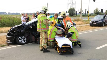 Jonge bestuurster zwaargewond bij klap op gevaarlijk kruispunt