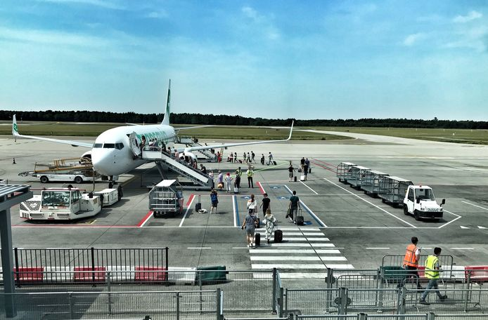 Eindhoven Airport stelt alles in het werk om passagiers zo kort mogelijk buiten te laten staan.