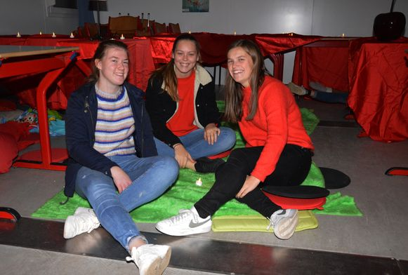 Enkele leerlingen van het Sint-Aloysiuscollege vorig jaar in de snoezelruimte voor Rode Neuzen Dag.