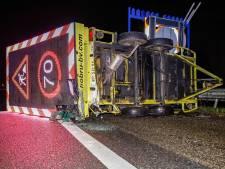 Snelweg verandert 's nachts in racebaan, politie trekt tientallen rijbewijzen in